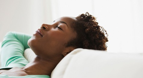 black-woman-sleeping-475x350-475x260